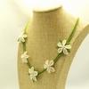 イーネオヤ 白い花のボタニカル・ネックレス