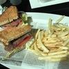 """日曜日のブランチは """" ホテルのバー """" でステーキ・サンドウィッチ"""