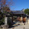 飛鳥寺の境内にある蘇芳色(すおういろ)の丸ポスト