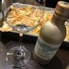 缶入りのスパークリングワインとポテトチップス