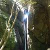 百間山渓谷の犬落ちの滝が神秘的で