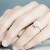 友達の婚約指輪を見て、嫉妬したり羨ましいと思うことはあるの?
