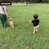 一歳児の娘と犬との触れ合い
