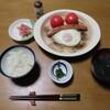 卵とトマトとソーセージの陶板焼き
