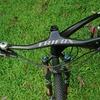 ハンドルバーの幅と角度がマウンテンバイクのサイクリングにどのように影響するか