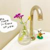 トイレに100均の小さい花瓶を置いてベランダの花をがさっと入れて飾っている話
