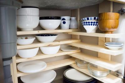 【賃貸DIY】シンク下が散らかっていたので1000円で「隠し食器棚」をDIYしてみました。