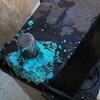 やたらと綺麗なブルーの粉がバッテリーに
