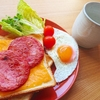 ボロニアソーセージとチェダーチーズトースト【レシピ】