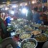 ルアンパバーンに来たらナイトマーケットのフードストリートでソーセージ(と鳥皮串)を食べるべし。