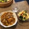 カレーライス、ブロッコリーとカリフラワーのサラダ