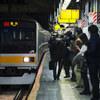 夕刻ラッシュの新宿駅