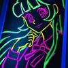 蛍光色の絵具で絵を描く