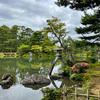 【金沢】兼六園といえばやはり2本脚の「ことじ灯籠」!もともとは左右同じ長さだったらしい