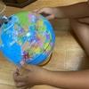 地球儀とフェルナンド