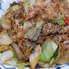 8月30日(日)昼食の焼きそばと、カラフルな夕食。