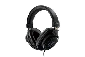 「MACKIE. MC-100」製品レビュー:人間工学に基づくヘッド・バンド&イア・パッドを備えた密閉ヘッドフォン