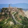 イタリアの崖の上の町