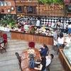 ヤムセープガイ(揚げチキンのハーブ和え)を人気のカフェで@プーケットタウン