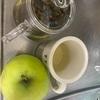 ハーブティーと林檎。