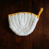 編み図あり。100均の毛糸で編む鍋つかみ(ミトン)。かぎ針でざくざく編めます。