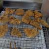 幸運な病のレシピ( 1926 )昼:スケソウ鱈・エラメ(ホッケ)下ごしらえ、豚肩ロース下ごしらえ、鶏唐揚、コウグリの唐揚げ