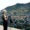 64年前、白い息を吐きながら歌うマリリン・モンローの動画を見たか。