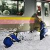 信越線電車、15時間立ち往生=乗客430人、雪で車内一夜−体調不良搬送も・新潟