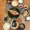 ごはん、鯛の塩焼き、オクラとトマトのマヨ醤油、豚汁、納豆