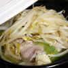 そば焼酎のお湯割りと、白菜豚バラもやしの小鍋