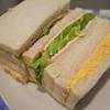 玉子サンドとハムレタスチーズサンド