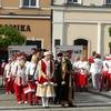 ポーランド 陶器の街ボレスワビエツでポロネーズのパレード