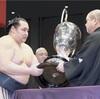 鶴竜、日馬富士を寄り切り14勝1敗…九州場所