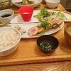 お昼はびんちょうのレアカツ定食でした
