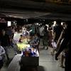フエのナイトマーケットは地元の人の憩いの場