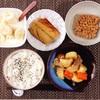 肉じゃが、焼きさば、小粒納豆、バナナヨーグルト。
