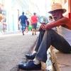 キューバの首都ハバナの路地裏にて出会った葉巻おじさん