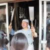 In den Osterfehrien war die 3.Klasse beim Schmiede in Kawagoe.   鍛冶屋さんの見学Die 3.Klasse    Busuch beim Schlosser