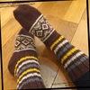 すぎやまともさん「編み込みこもの」から コロポックルを使用した靴下編み
