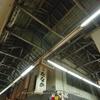 北九州・木造アーケード(7):枝光中央商店街,ダスティブルーの屋根を撮る。