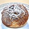 『トシ・ヨロイヅカ』シューアラクレーム。サクリと作りたての美味しさが味わえるシュークリーム。