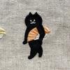 【〇〇も持ち歩く時代】とある猫の刺繍が個性的で可愛いと話題に!