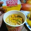【今日の食卓】カップヌードル期間限定「ラサ グライ アヤム ムラユ スパイス香るココナッツカレー味」ジャワ島で1年半働いていたので意味がわかってしまう。「マレー風鶏カレー味」。おいしいかと聞かれたらまあ美味しいがココナッツミルクをケチってるので濃厚なクリーミーさはない。 Nisshin Cup Noodle Rasa Gulai Ayam Murayu. Indonesian chicken curry noodle. #食探三昧