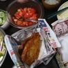 豚カツとアジフライ、トマトポン酢漬け、きゅうり漬け、味噌汁、イカのぬた和え