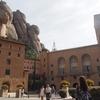 モンセラットへのアクセス 登山鉄道は大聖堂のすぐ前に到着するのでオススメです