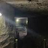 気分は洞窟探検「室岩洞」。手掘りの痕跡を見れる史跡。
