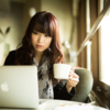 カフェでパソコンカチャカチャやってる人の日常を覗いてみたくはないか?