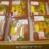 [20/02/06]「まつや食品」(JA ファーマーズマーケット) の「名無し弁当(煮物,チキンカツ他)」 270円 #LocalGuides