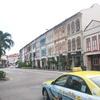 真っ白な高級外車が店に突っ込み炎上 5人死亡  タンジョン・パガー〔シンガポール〕