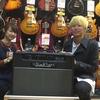 【HOTLINEモニターキャンペーン】Chienoirのギタリスト、齋藤太郎さんにモニター商品をお渡ししました!